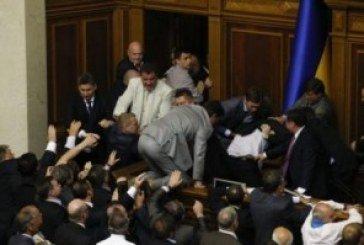 Регіонали погрожують фізичною розправою «скотині», яка у Раді «гавкатиме» на Януковича