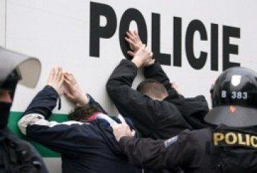 Чеська поліція провела безпрецедентний рейд кабінетами чиновників: вилучили мільйони і кілограм золота