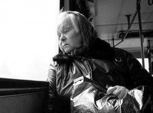 ...Збудити бабусю