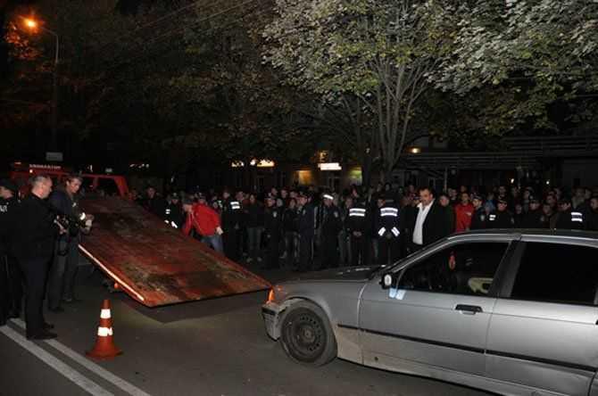 У Тернополі ледве не стався самосуд над водієм-вбивцею (ВІДЕО)