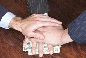 На Тернопільщині поліцейському пропонували сто доларів США за непритягнення іноземців до відповідальності (ВІДЕО)