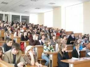 Польські вузи заманюють гуртожитками, європейським навчанням і стипендіями