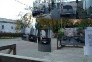 Паркуються і на дитячих майданчиках, і на клумбах…