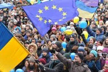 Реформи залізли в гаманець кожного українця, а багатьох випровадили на заробітки