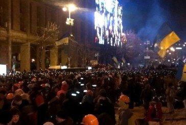 Тривожна ніч 11-го грудня: «Беркут» штурмував барикади євромайдану, дзвони Михайлівського собору будили Київ, люди тримали оборону (ФОТО. ВІДЕО)