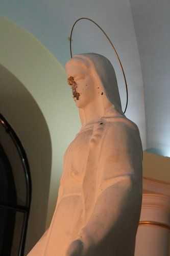 Вандали понівечили фігуру Богородиці у Тернополі