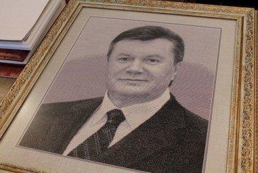 Скандальним портретом Януковича на Тернопільщині зацікавилась прокуратура