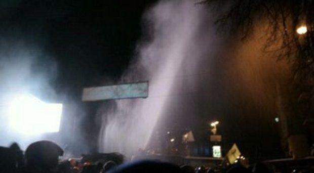 Водомети поливали людей, а вони кричали: «Водохреще!»