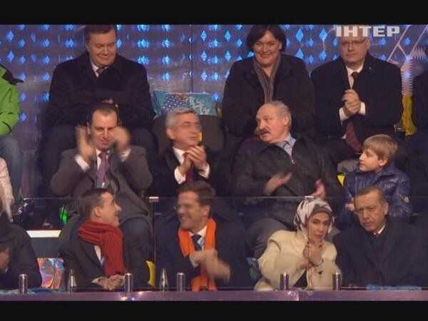 Навіть Лукашенко не захотів сідати поруч з Януковичем в Сочі