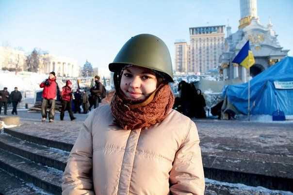 Поранена снайпером Олеся Жуковська одужує