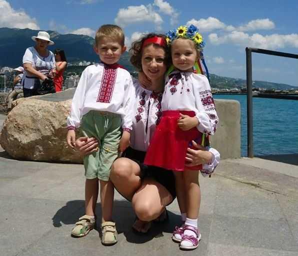 «Лише коли виїхали за межі Криму, змогли без страху розмовляти українською»