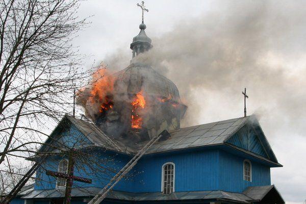 Вогонь знищив іконостас і покрівлю церкви – пам'ятки архітектури – на Тернопільщині