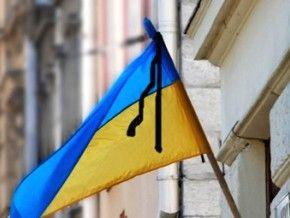 У Тернополі вивісили стрічки скорботи та моляться за загиблими