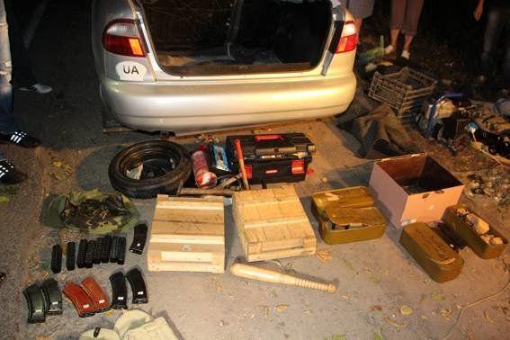 Міліція вилучила у тернопільського таксиста арсенал боєприпасів
