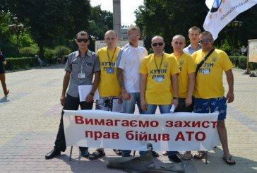 У Тернополі стали на захист українських військових