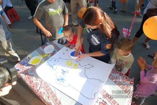 У листах на Схід тернопільські діти малювали веселку й бажали миру