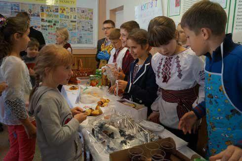 Тернопільські діти продавали солодощі заради бійців АТО