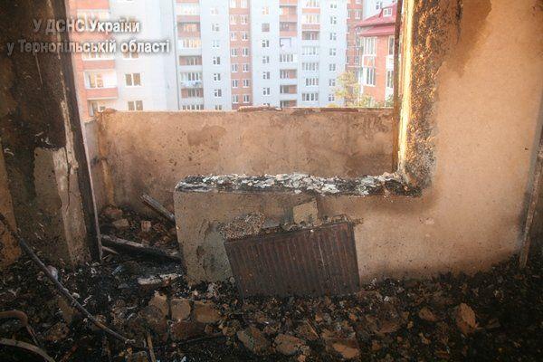 У Тернополі вщент згоріла квартира, але людей вдалося врятувати