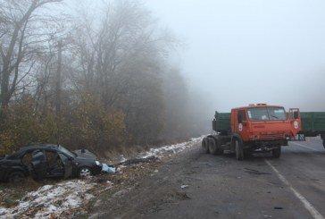 На Тернопільщині легковик врізався у «Камаз»: двоє людей загинули