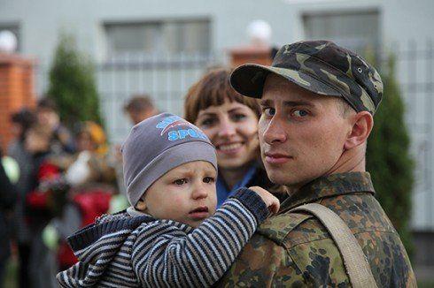 Як українцям виживати, коли гривня і економіка отримали «кулю в лоб»?