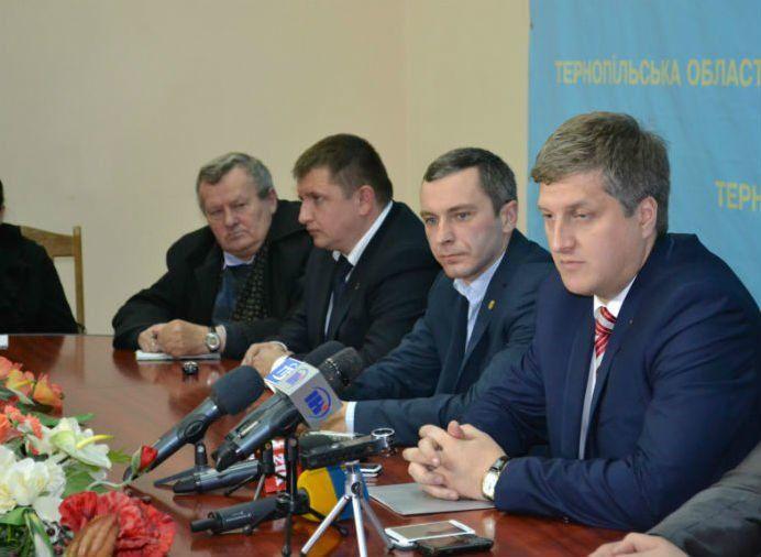 Голова Тернопільської ОДА і керівники районів від «Свободи» написали заяви на звільнення