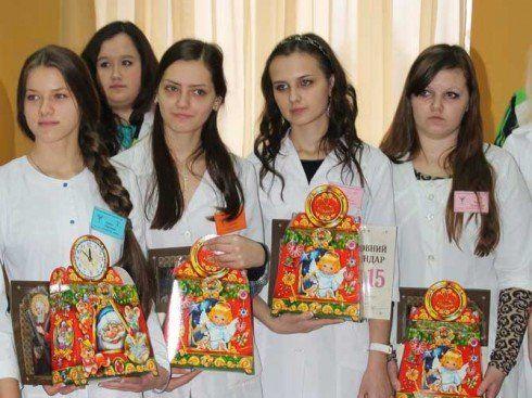 Більше тисячі шоколадок відправили студенти Чортківського медичного коледжу бійцям на війну