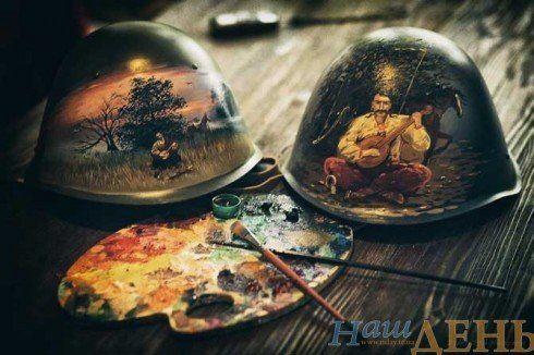 Мистецтво війни: тернополяни розмальовують армійські шоломи