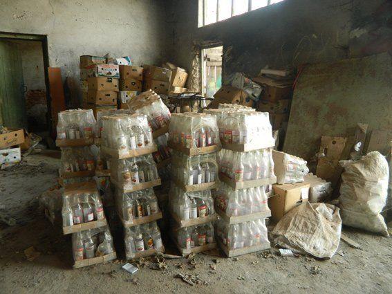 На Тернопільщині торговий представник збував магазинам фальшиву горілку