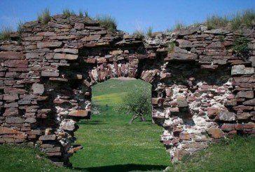 """Тернопілля, яке ми втрачаємо: старовинний замок розбирають на """"сувеніри"""" (ФОТО)"""