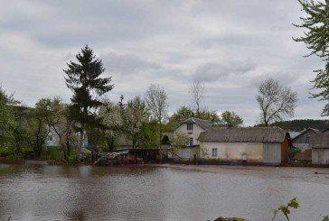 На Тернопіллі у селі Кальне – підтоплені будинки та городи (фоторепортаж з місця події)
