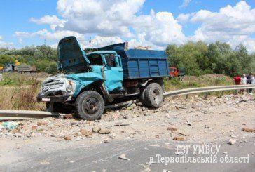 У Тернополі «ЗІЛ-130» зіткнувся з трьома іномарками (ФОТО)