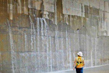 Панамський канал протікає
