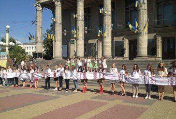 Тернопільські школярі розгорнули «Рушник єднання» (ФОТО)