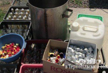 Житель Тернопільщини обладнав у гаражі підпільний цех з виготовлення горілки – «штампував» оковиту різних брендів (ФОТО, ВІДЕО)