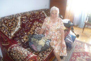 86-річна волонтерка зі Зборова в'яже шкарпетки для бійців АТО (ФОТО)