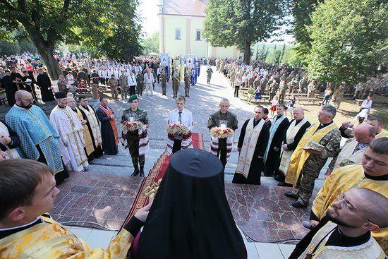 Тільки любов здатна на перемогу: За мир і спокій молилися військові на Тернопільщині (ФОТОРЕПОРТАЖ)