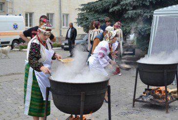 Фестиваль у Борщові: унікальні вишиванки, сотні літрів борщу і сила єднання (ФОТО)