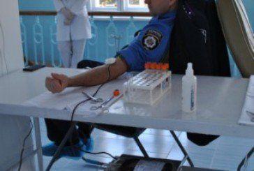 Поліцейські Тернопільщини стали донорами крові задля порятунку дітей (ФОТО)