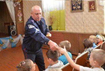 Тернопільські поліцаї вчать дітей бути обережними на дорозі (ФОТО)