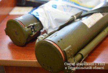 На Тернопільщині працівник станції виявив біля колії дві рективних гранати (ФОТО)