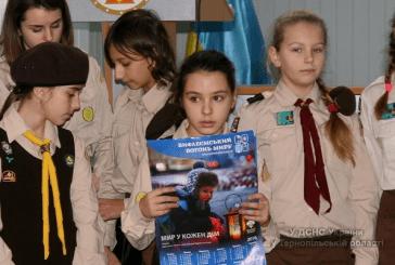 Тернопільські пластуни вручили рятувальникам Вифлеємський Вогонь миру (ФОТО, ВІДЕО)