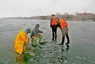 Рятувальники застерегли рибалок на Тернопільському ставі від фатальних помилок на кризі (ФОТО)