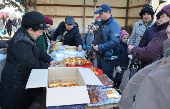 Жителі села Залужжя, що на Збаражчині, влаштували благодійний ярмарок на підтримку бійців АТО (ФОТО)