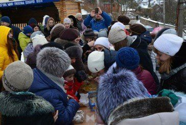 Бучацькі пластунки влаштували Різдвяну ярмарку, щоб допомогти волонтерському центру АТО (ФОТОРЕПОРТАЖ)