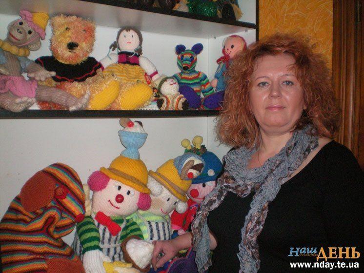 Тепла колекція Ольги Гондз. Тернополянка назбирала майже півсотні в'язаних іграшок (ФОТО)