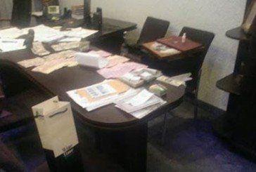 В мережі з'явилися фото обшуку службою безпеки в прокуратурі з пачками грошей