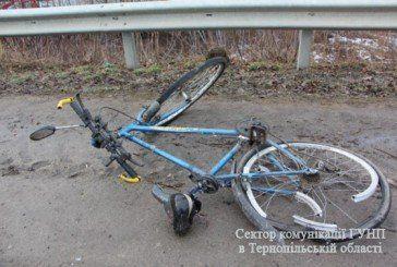 Біля Тернополя автівка збила велосипедиста (ФОТО)