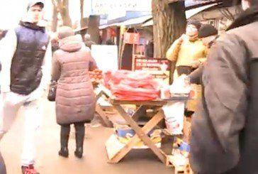 Стихійним торговцям довкола ринку поліція винесла останнє попередження (ВІДЕО)
