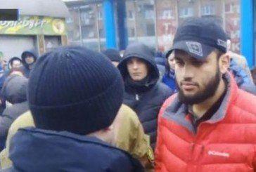 У Києві водій Mercedes-Benz під час затримання вкусив за ногу патрульного (Відео)