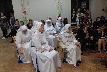 Дівчата з колегіуму «Знамення», що на Тернопільщині, відвідали духовні святині Польщі (ФОТО)